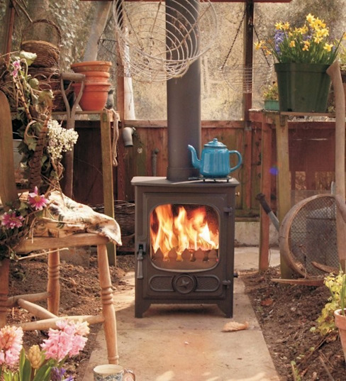Salas de estilo  por Direct Stoves