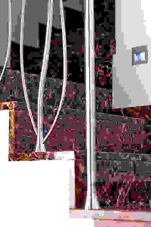 Klasyczny korytarz, przedpokój i schody od GHIRARDI stone contractors Klasyczny