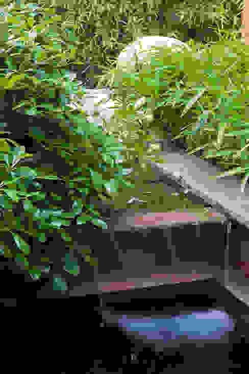 il giardino delle ninfee Giardino moderno di AGRISOPHIA NATURAL GARDEN DESIGN Moderno