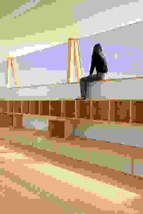 空に面した勉強スペース WAA ARCHITECTS 一級建築士事務所 北欧デザインの 子供部屋