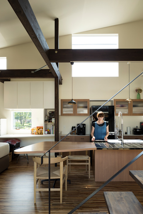 キッチン: 花田設計事務所が手掛けた現代のです。,モダン