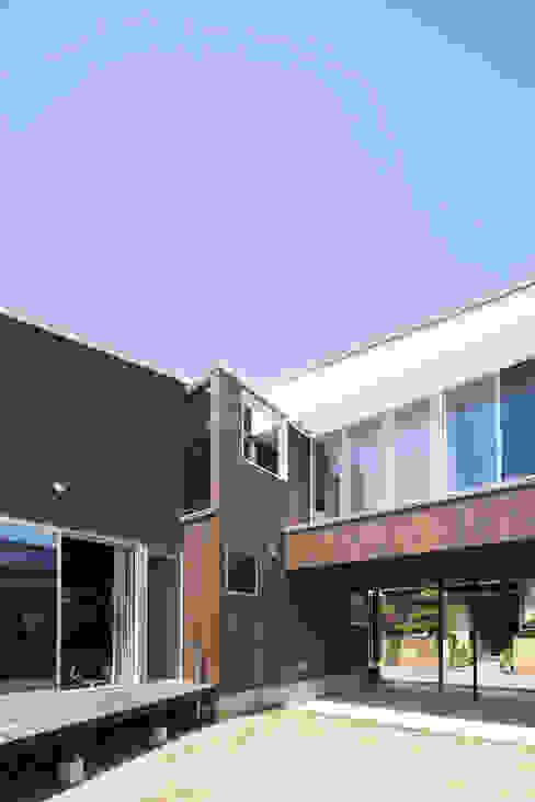 外観(南東側): 花田設計事務所が手掛けた現代のです。,モダン
