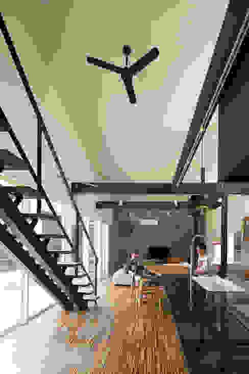 リビングダイニングキッチン: 花田設計事務所が手掛けた現代のです。,モダン