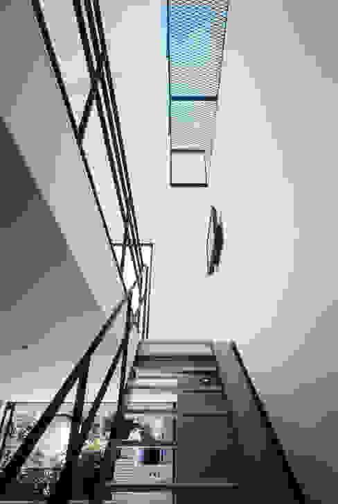Corridor & hallway by 高橋直子建築設計事務所, Minimalist