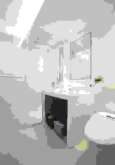 Baños de estilo  por MID 먹줄, Moderno