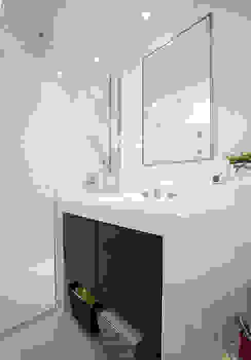 경기도 과천시 원문동 삼성래미안 슈르아파트 50평형: MID 먹줄의  욕실