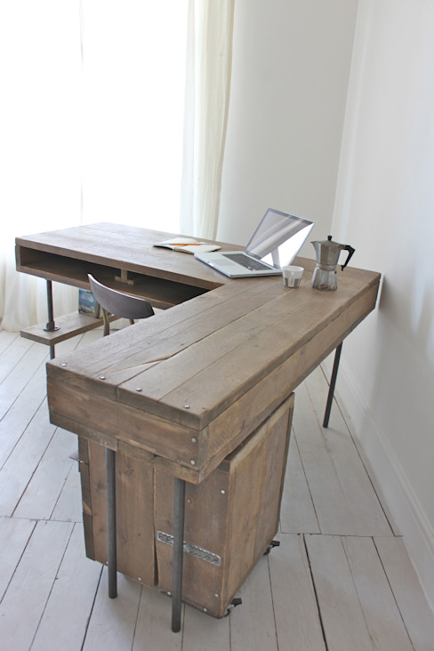 Reclaimed Scaffolding Board Industrial Chic Corner L-Shaped Desk with Built In Storage and Steel Legs - Matching Filing Cabinet Optional Ask a Question homify ห้องอ่านหนังสือและห้องทำงานโต๊ะทำงาน
