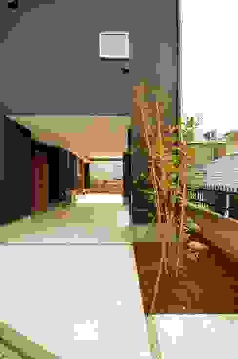 Case moderne di K+Yアトリエ一級建築士事務所 Moderno