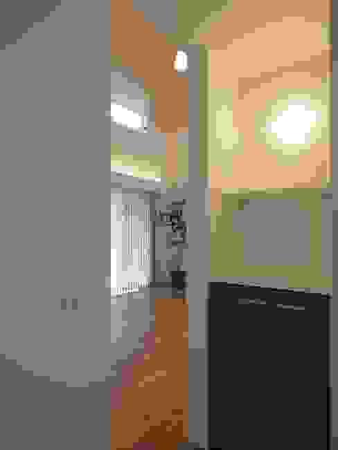Hành lang, sảnh & cầu thang phong cách chiết trung bởi ai建築アトリエ Chiết trung