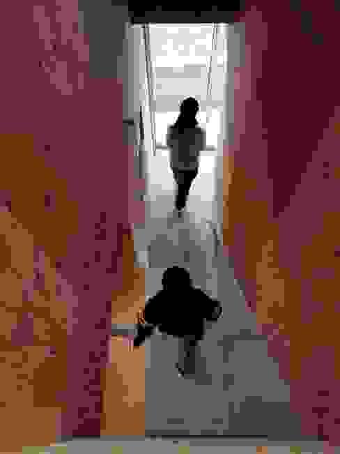 1950-house ラスティックスタイルな 壁&床 の AtelierorB ラスティック 合板(ベニヤ板)