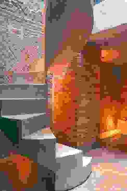 EMC | Architects Workshop Modern corridor, hallway & stairs
