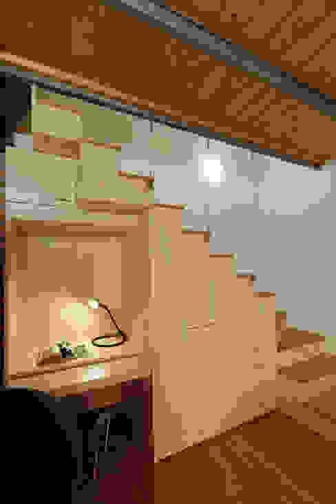 Modern Corridor, Hallway and Staircase by Studio Arch. Matteo Calvi Modern