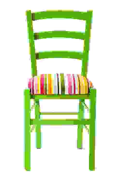 Hakuna Matata Chair di Plinca Home Eclettico