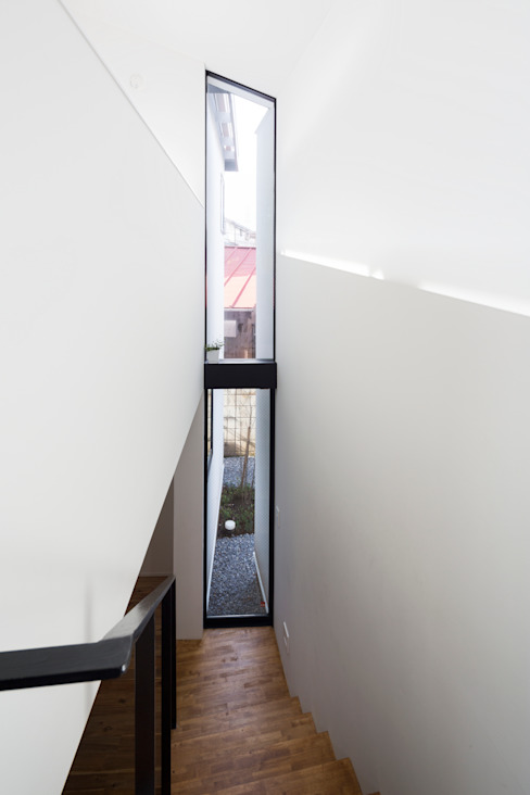 Studio R1 Architects Office 모던스타일 창문 & 문
