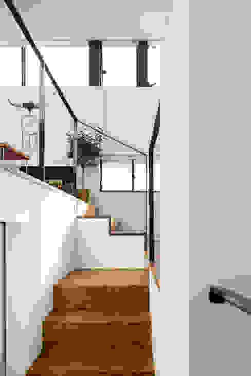 仙川の家 Studio R1 Architects Office モダンスタイルの 玄関&廊下&階段