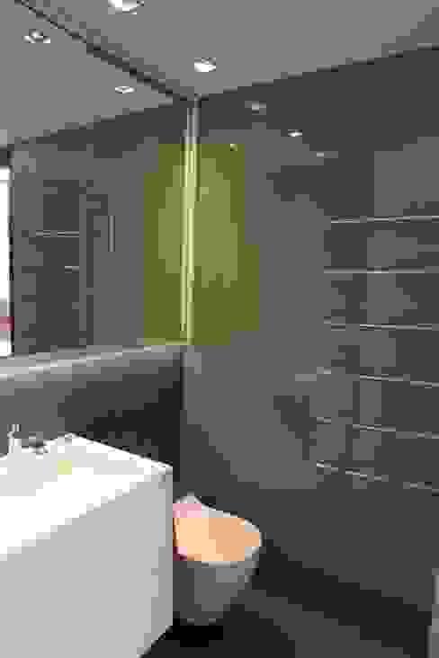 Baño Baños de estilo moderno de FG ARQUITECTES Moderno