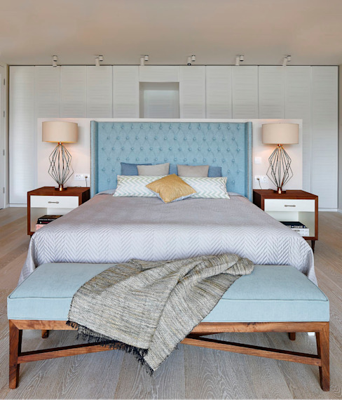 Modern style bedroom by Escapefromsofa Modern