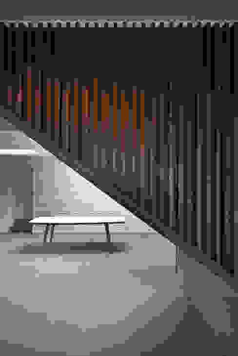 The Gables ห้องโถงทางเดินและบันไดสมัยใหม่ โดย Patalab Architecture โมเดิร์น