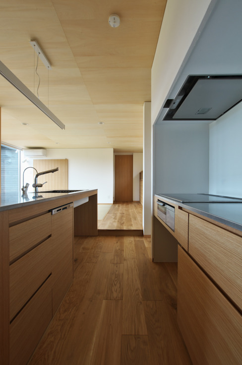 造作キッチン: DEMU建築設計事務所が手掛けたキッチンです。,ラスティック