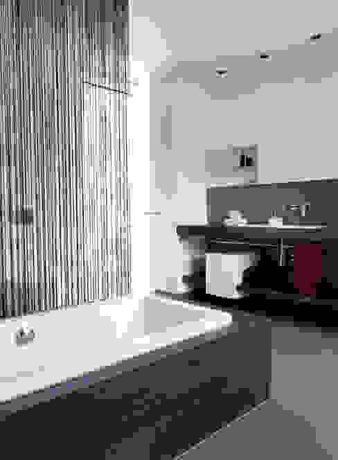 Moderne badkamers van Fachwerk4 | Architekten BDA Modern