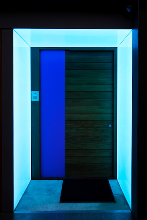 Cool blue exterior doorframe Modern windows & doors by Applelec Modern