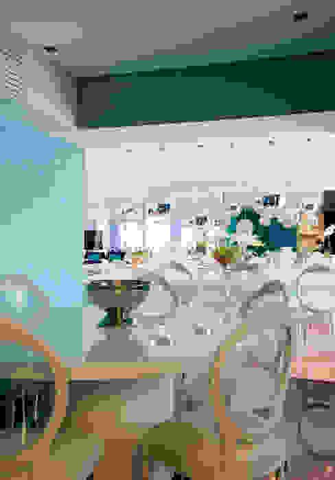 Apartamento Colorido - Depois Cozinhas modernas por Brunete Fraccaroli Arquitetura e Interiores Moderno