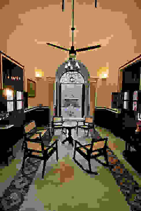 Sala Livings de estilo colonial de Arturo Campos Arquitectos Colonial
