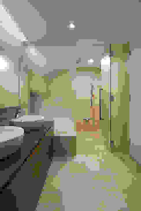 Modern bathroom by atelier137 ARCHITECTURAL DESIGN OFFICE Modern Tiles