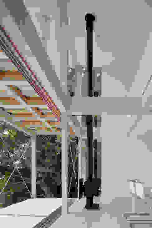 リビング~熱海伊豆山Yさんの家 モダンデザインの リビング の atelier137 ARCHITECTURAL DESIGN OFFICE モダン 木 木目調