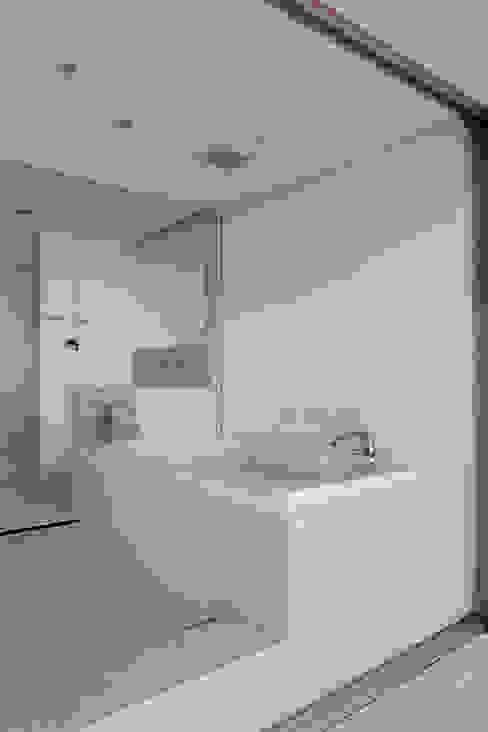 浴室~熱海伊豆山Yさんの家 地中海スタイルの お風呂・バスルーム の atelier137 ARCHITECTURAL DESIGN OFFICE 地中海 タイル