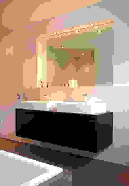 Detail Waschtisch Moderne Badezimmer von Architekturbüro Sahle Modern