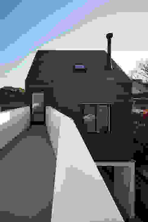 島本町の家 モダンな 家 の 松本建築事務所/MA2 ARCHITECTS モダン