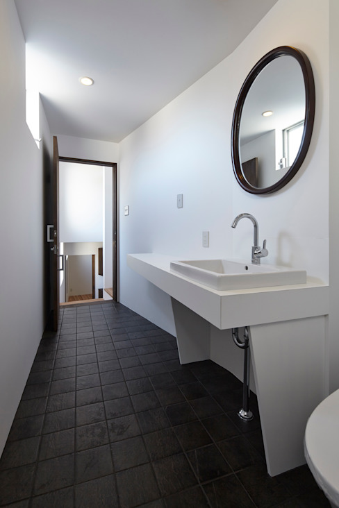 Bathroom by 松本建築事務所/MA2 ARCHITECTS, Modern