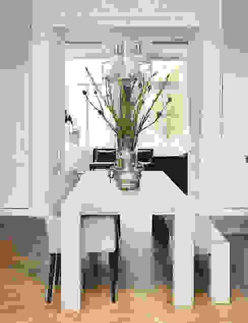 Modern dining room by choc studio interieur Modern