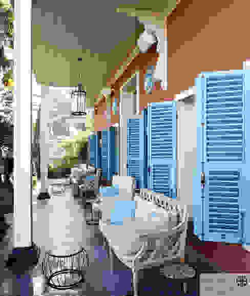 Klasik Balkon, Veranda & Teras homify Klasik