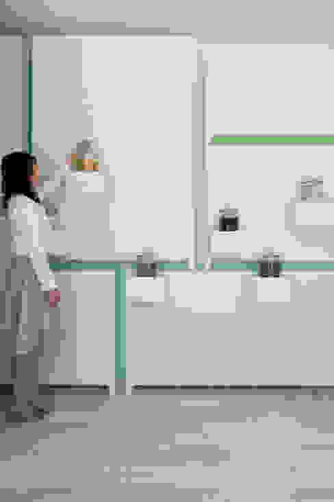 Minimalist offices & stores by id inc.. Minimalist