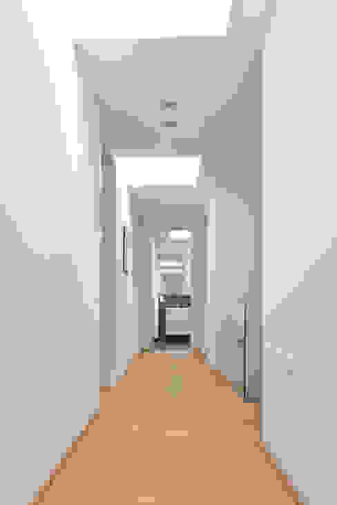 Flur Moderner Flur, Diele & Treppenhaus von Beck+Blüm-Beck Architekten Modern