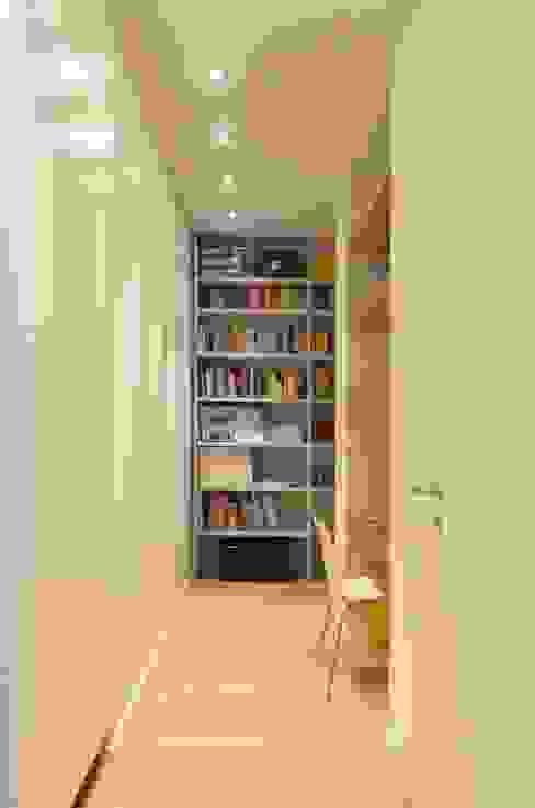 Minimalist study/office by ministudio architetti Minimalist