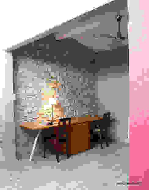 Maison de village - bureau Bureau industriel par Koloré Industriel