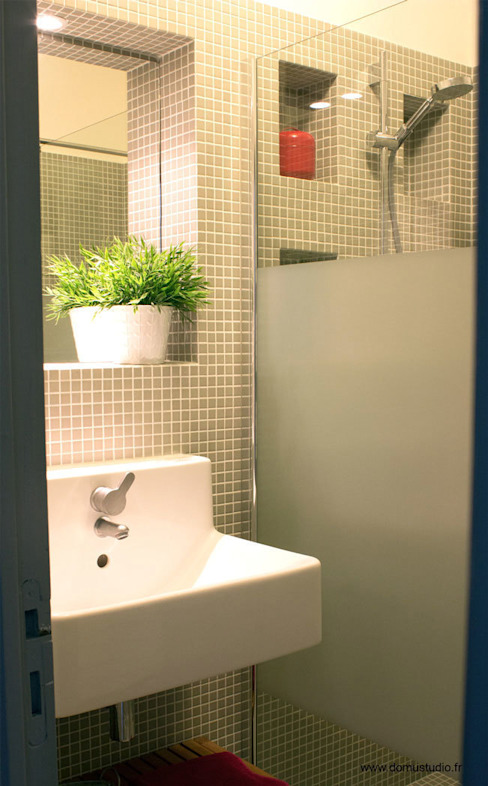 Maison de village - salle de bain Salle de bain industrielle par Koloré Industriel