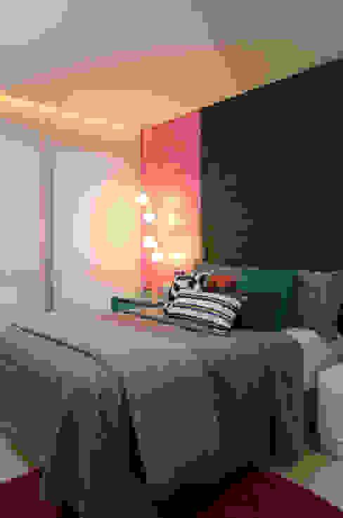 Dormitorios de estilo moderno de Carlos Otávio Arquitetura e Interiores Moderno