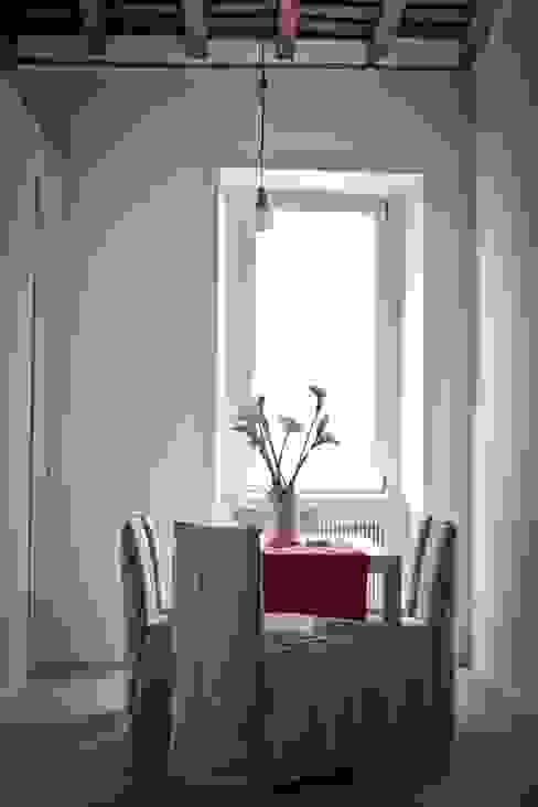 Tetti Romani Sala da pranzo minimalista di BARBARA BARATTOLO ARCHITETTI Minimalista