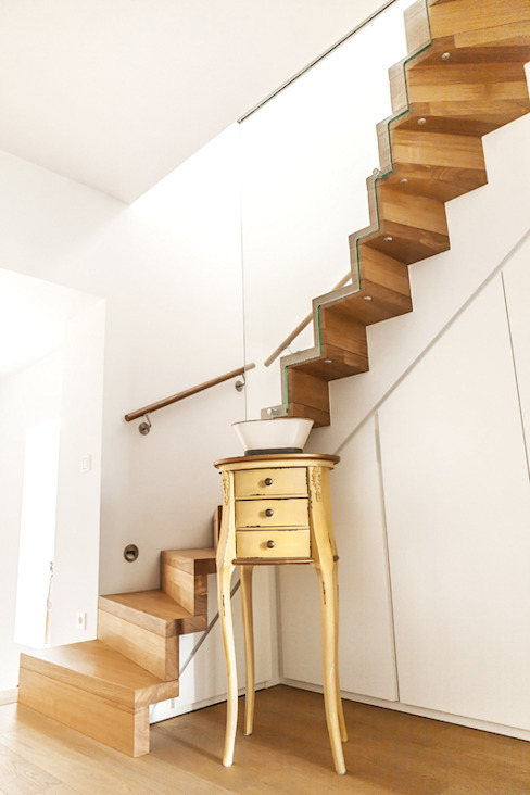 Eclectic style corridor, hallway & stairs by raumatmosphäre pantanella Eclectic