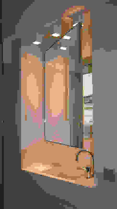 Miroir mobile Salle de bain moderne par Atelier TO-AU Moderne