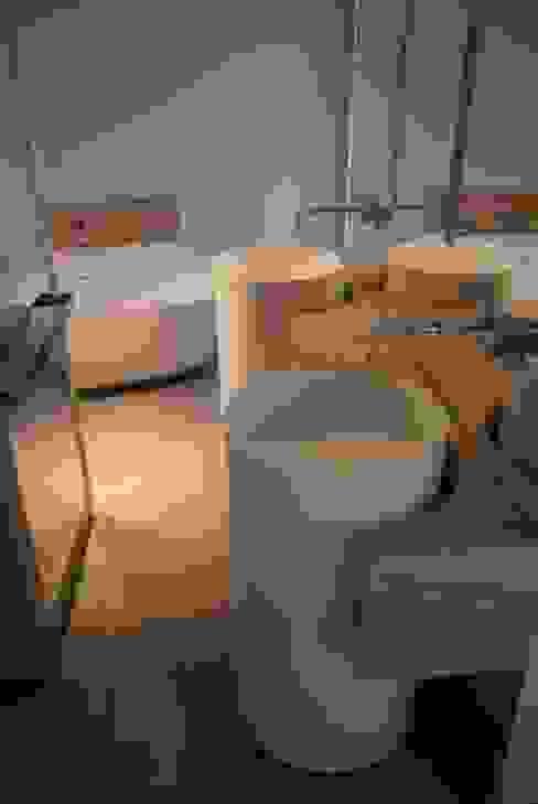 Moderne badkamers van Atelier TO-AU Modern