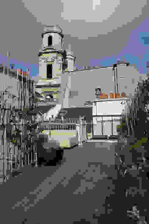 Moderne balkons, veranda's en terrassen van Atelier TO-AU Modern