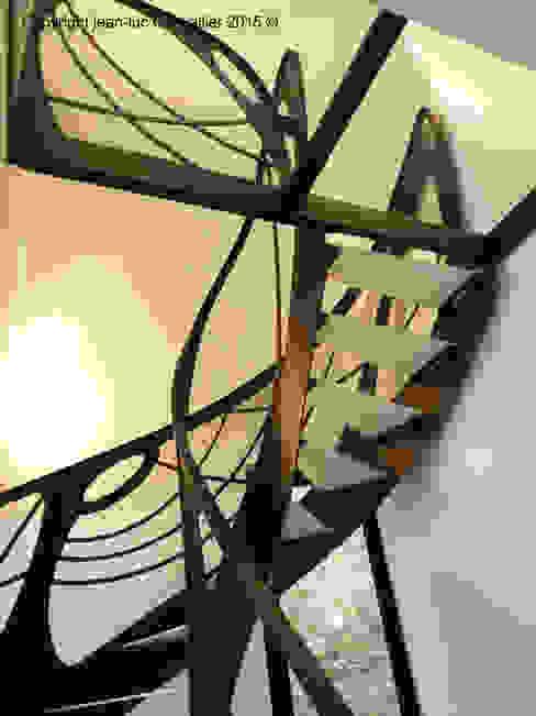 Escalier design débilardé Art Nouveau homify Couloir, entrée, escaliersEscaliers