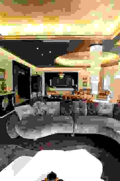 Contemporary Classical Villa in Kemer Golf & Country Modern Oturma Odası Orkun İndere Interiors Modern