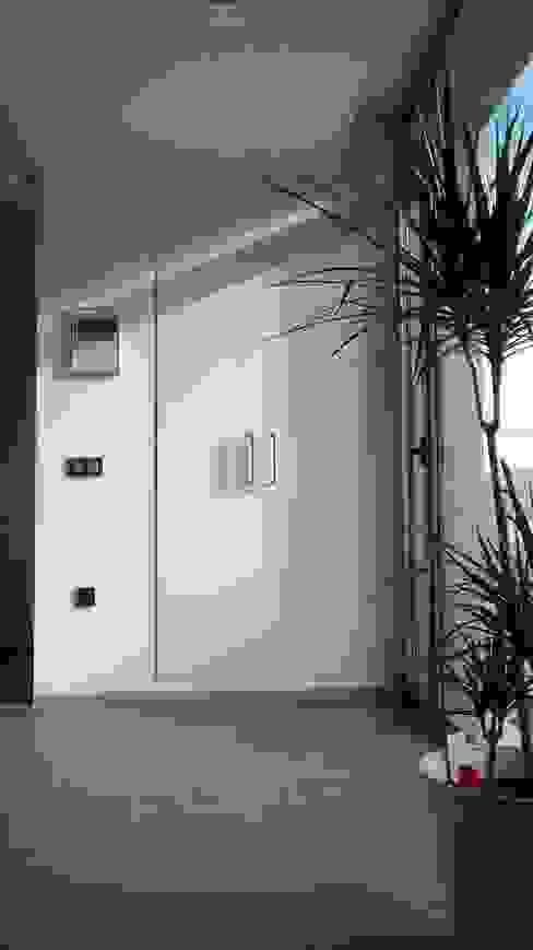 모던스타일 복도, 현관 & 계단 by Estudio1403, COOP.V. Arquitectos en Valencia 모던