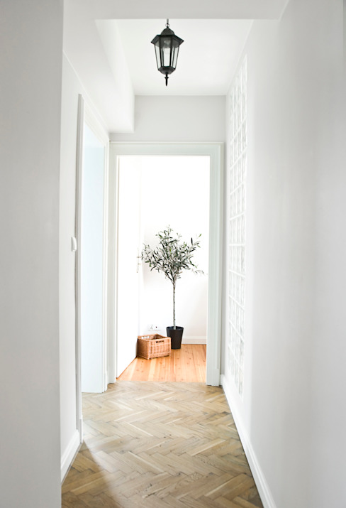 Dom jak z bajki.: styl , w kategorii Korytarz, przedpokój zaprojektowany przez Miśkiewicz Design,Skandynawski